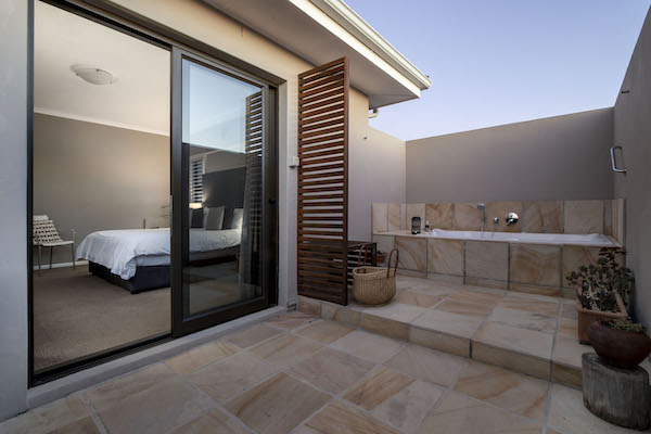 Unique outside bath at Cliff Lodge De Kelders Gansbaai