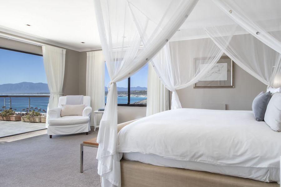 Luxurious honeymoon suite at Cliff Lodge De Kelders