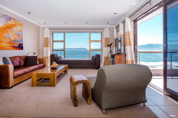 Lounge area with views over Walker Bay